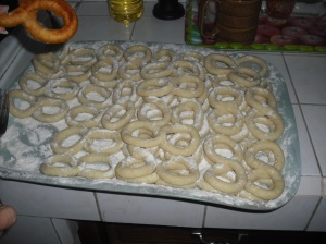 Preparando buñuelos Making Buñuelos, typical Cuban desert