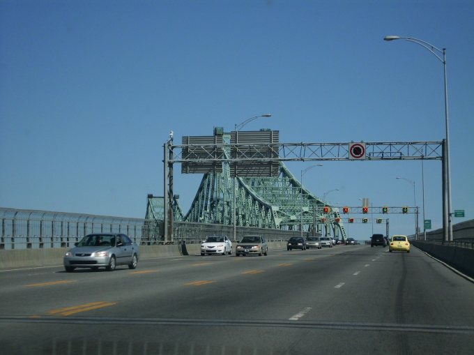 Crossing the border between Canada and USA