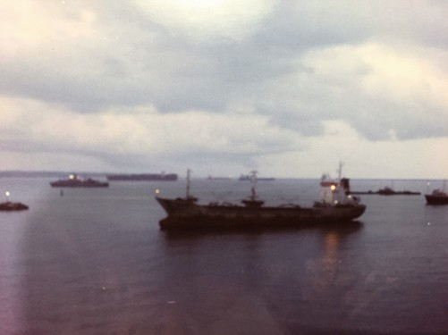 Barcos esperando la autorizacion para cruzar el Canal de Panama. Boats waiting for authorization to cross the Canal de Panama.